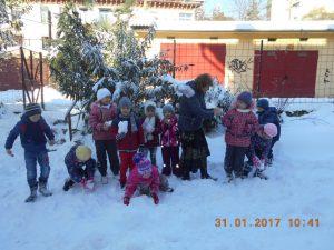 Сегодня праздник у ребят - все в снежки играть хотят!